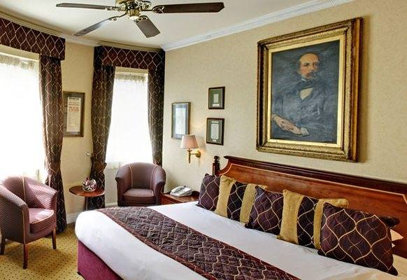 Old English style at the Grange Blooms Hotel