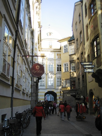 innsbruck-typical-street.jpg