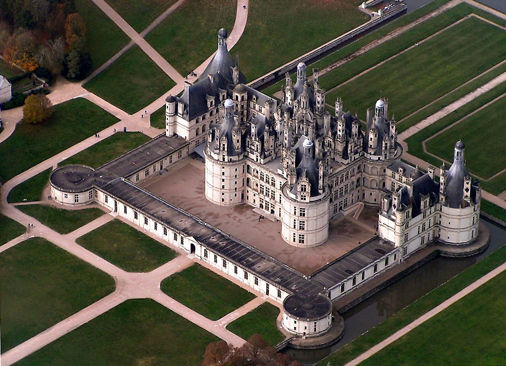 Arial view of Chateau Chambord - Wikipedia