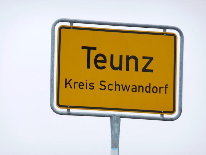 Teunz sign