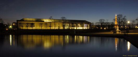 Orangerie Museum at night