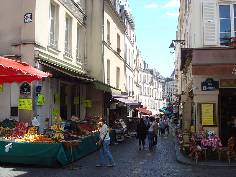 Shoppers on rue Mouffetard