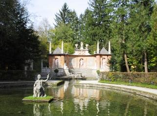 hellbrun-palace-garden.JPG