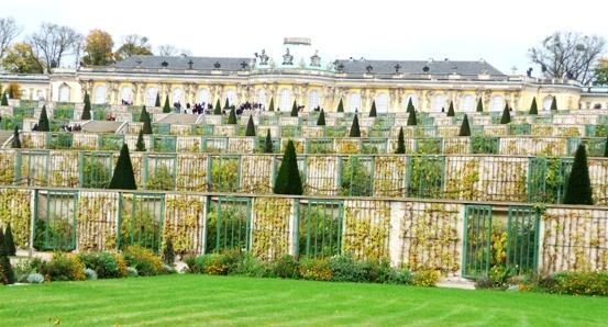 italianate-garden-at-san-souci.jpg
