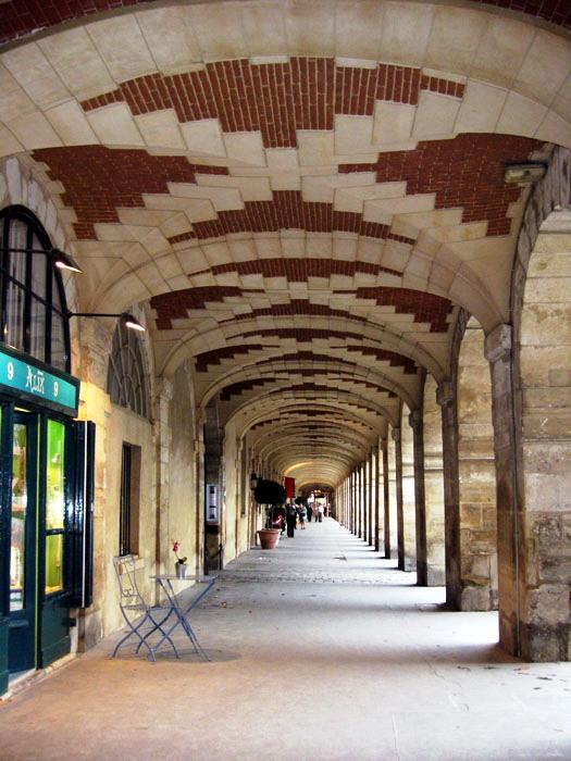 Arcades in le Marais' Place des Vosges