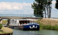 hotel-boat0001