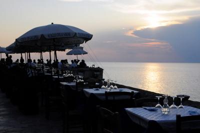 Seaside dining in Gallipoli