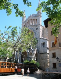 the-main-square-in-soller