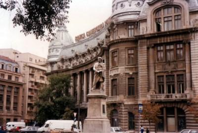 piata-univ-banca-comerciala-radulescu-statue