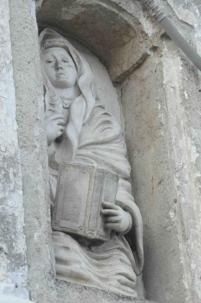 Ancient Oria Statue