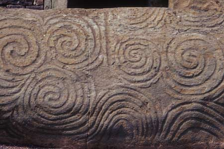 Newgrange_Entrance_Triple_spiral