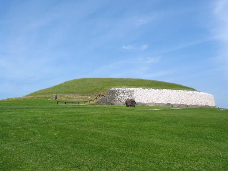 Newgrange_ireland_