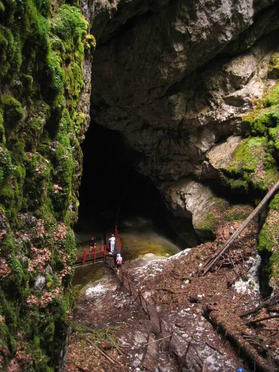 scarisoara_cave