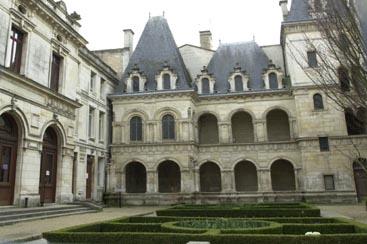 JARDIN DE LA MAISON HENRI II