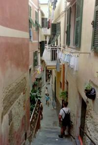 Alley_Vernazza_Cinque_Terre_Italy