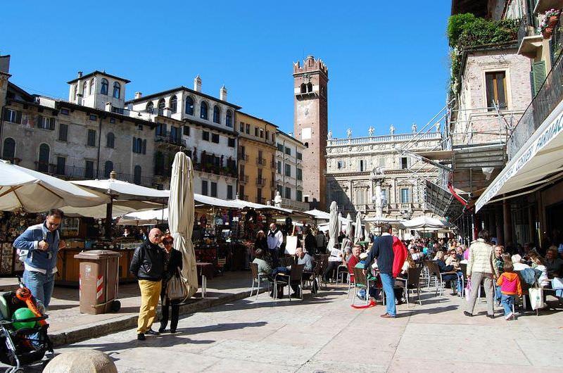 Verona_-_Piazza_Erbe