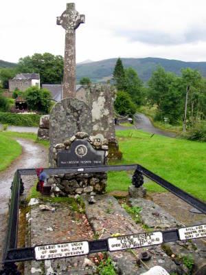 rob roys grave; Scotland tourist information
