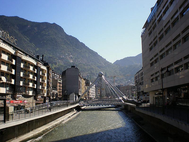 Andorra_la_Vella,_Valira_river