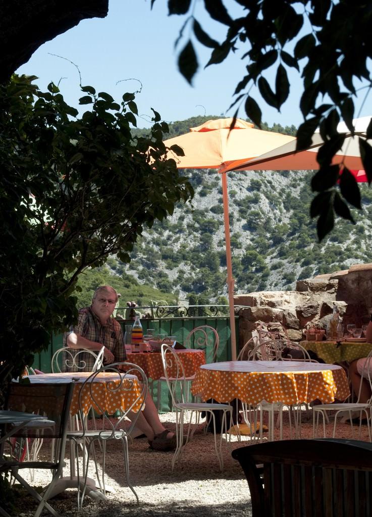 La-Voute Restaurant terrace in Evanos