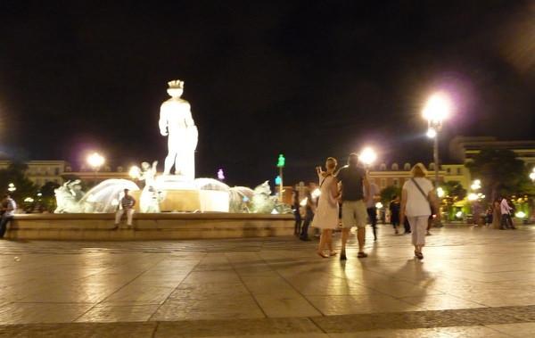 Nice's Place Massina at night