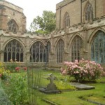 Worcester-Cathedral_garden
