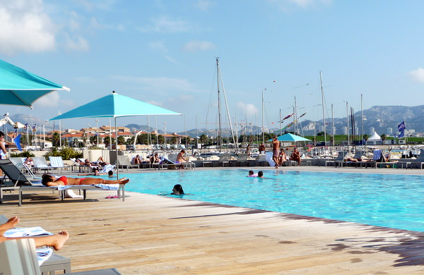 it is easy to relax Pool at the Pullman Marseille Palm Beach