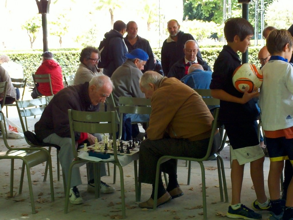 Jardin du Luxembourg - Playing Chess