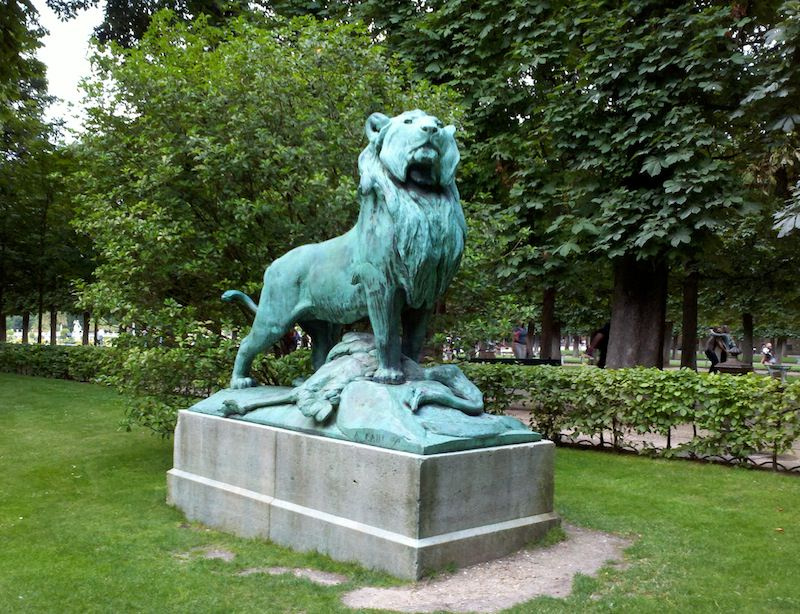 Jardin du Luxembourg - Lion Sculpture