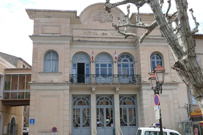 Apt City Hall