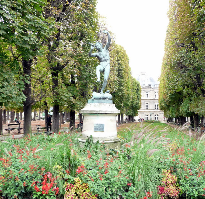 Luxembourg Garden with the Senat in the background
