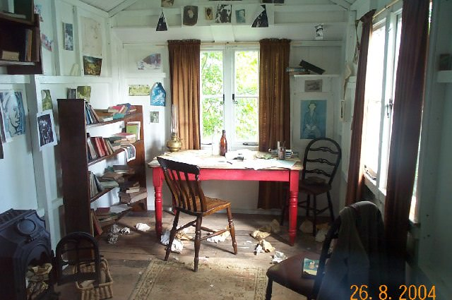 Dylan Thomas's Writing Shed by Richard Knights