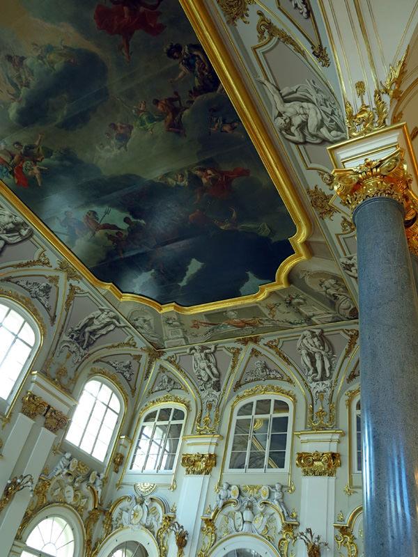 Lofty domed ceiling - Jordan Staircase