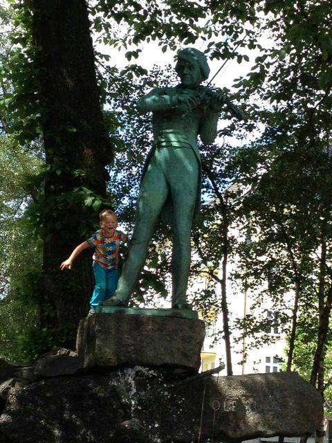 Statue of Ole Bull in Bergen, by sculptor Stephan Sinding