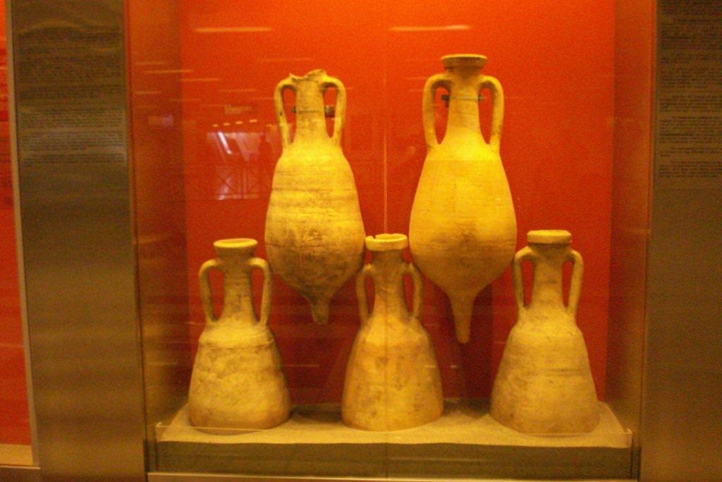 Syntagma metro amphorae