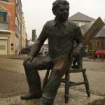 statue Dylan thomas