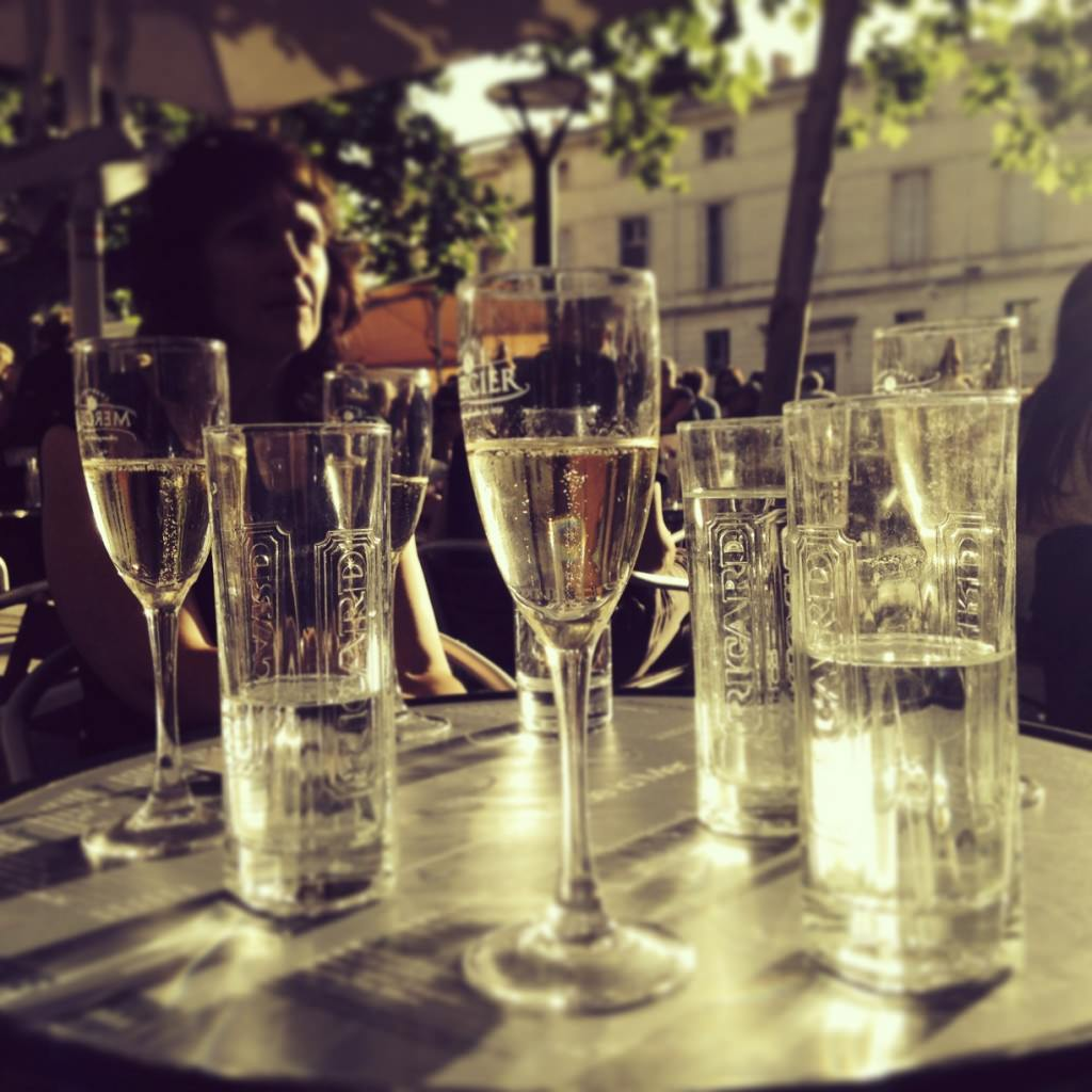 Champagne happy-hour