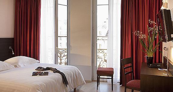 Superior room at the Escale Oceania in Marseilles