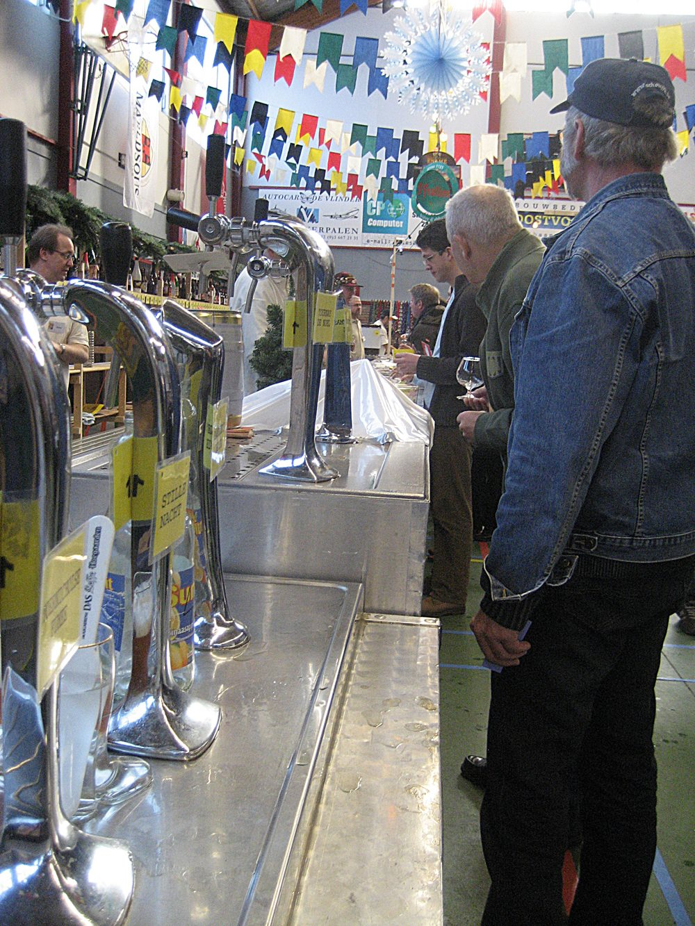 Thirsty patrons line up for beer at Kerstbierfestival in Essen - Photo courtesy William Roelens.