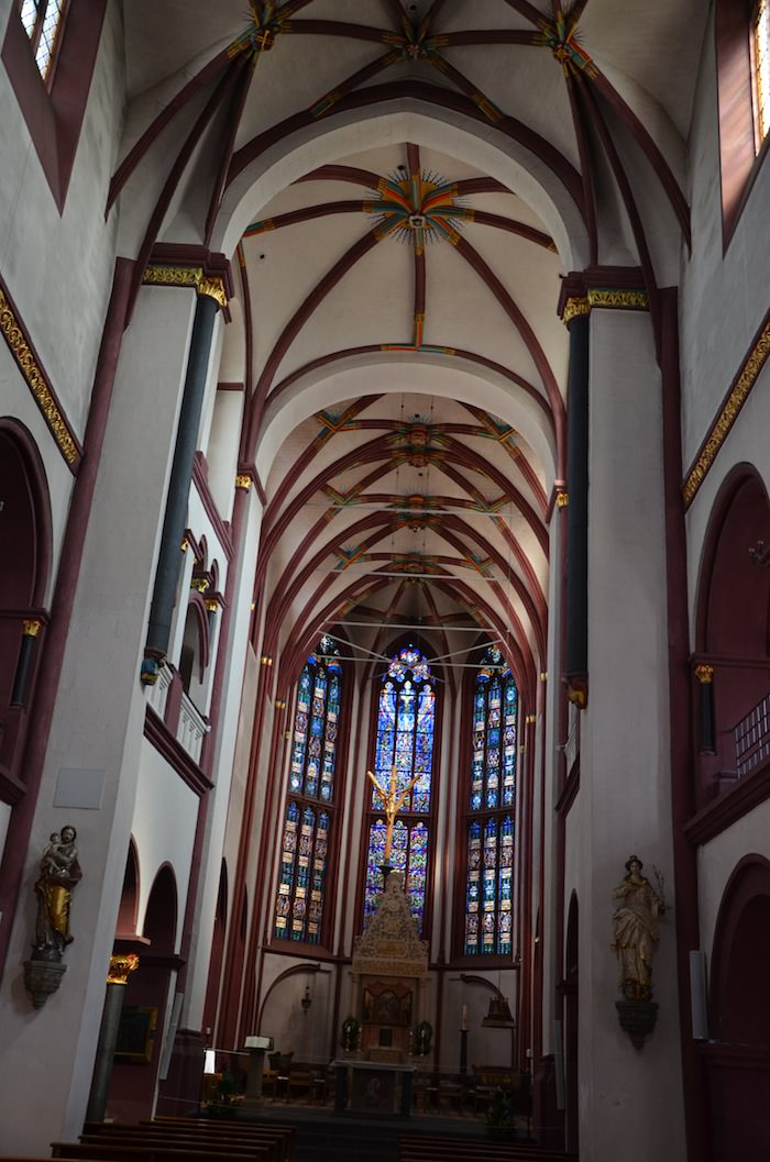 the cavernous gothic chancel of liebfrauenkirche is decorated simply but beautifully, with intricate red ochre patterns forming a gothic spider's web across the high ceiling
