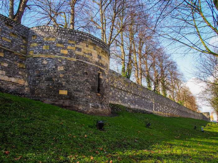 These well-preserved city walls in Tongeren date back to the Middle Ages