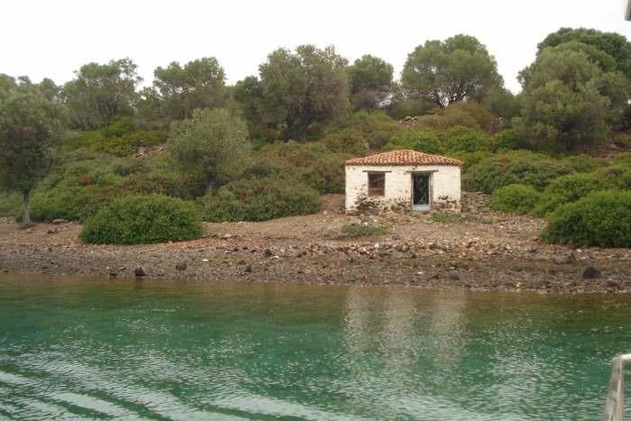One of Monolia Island's abandoned homes