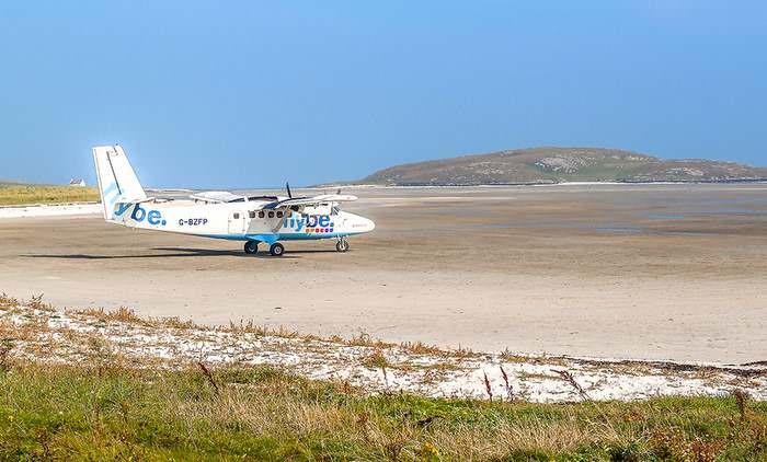 plane landing in Barra, Scotland