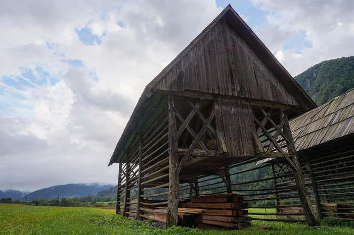 Double hayrack in Studor