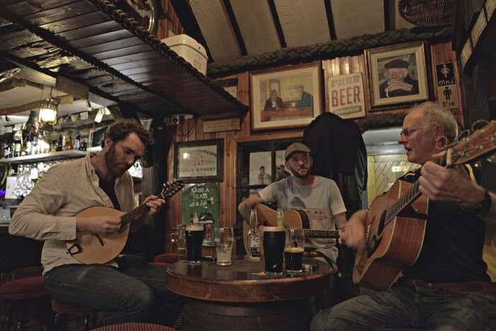 The Singing Pub and Ocras Café
