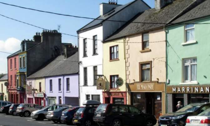 Ennistymon is a busy irish town