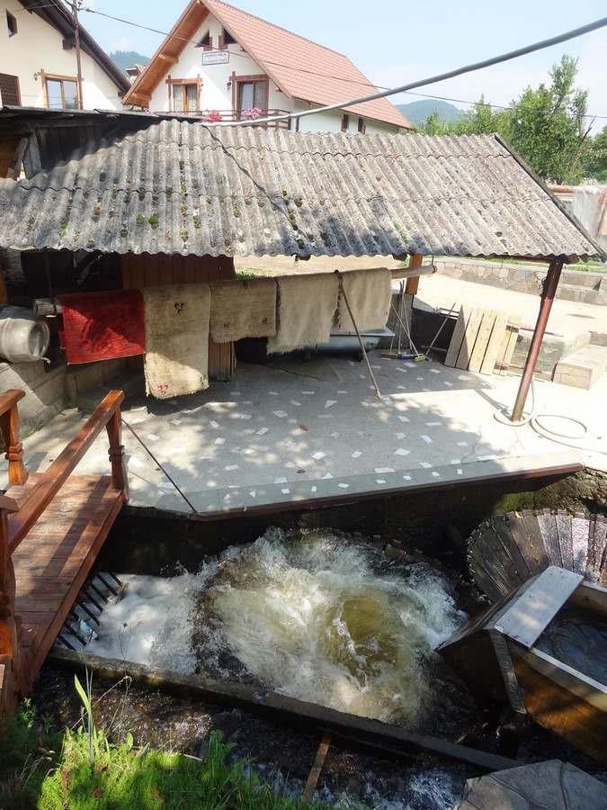 old style way of washing rugs at La Moara la Niculai in Vadu Izei, Maramureș country