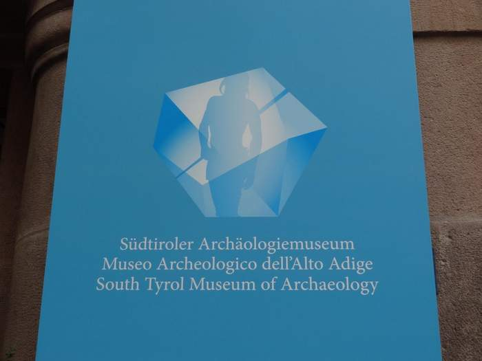 The logo of the Ice man museum outside the entrance.