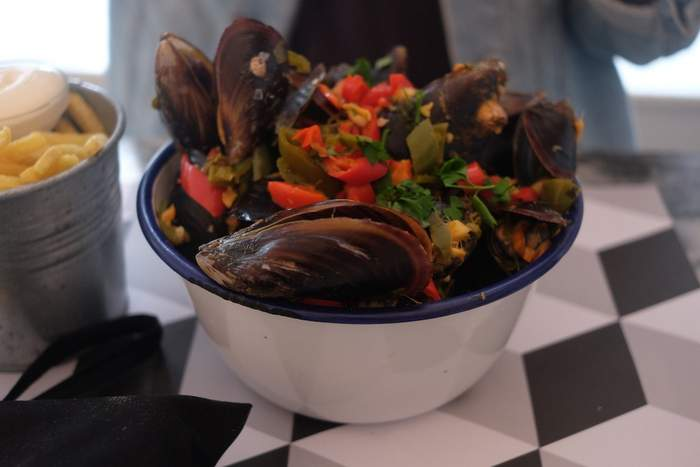 Scrumptuous chilli Moules at Moules & Gin in Cascais