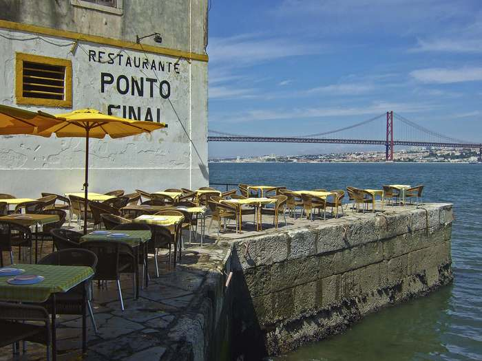Outdoor dining at Ponte Final a favorite Lisbon restaurant