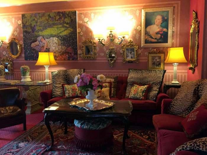 the sitting area of the Hotel Villa Abbazia in Follina